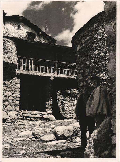 Vista d'Artíes en la Vall d'Arán