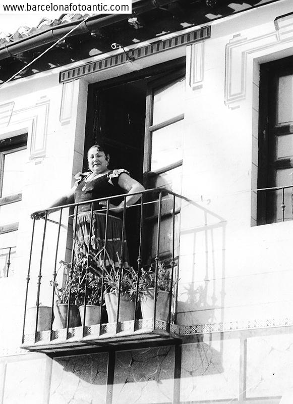 Gypsy on the balcony. Granada 1958