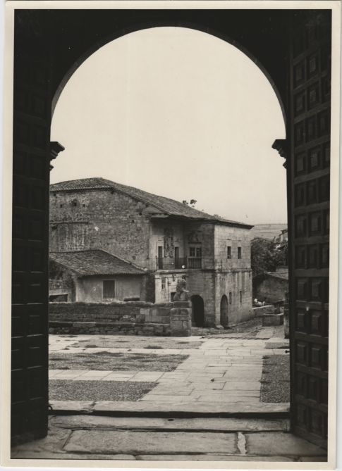 Views of the Collegiate Santa Juliana