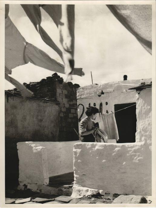 Estenent la roba al Somorrostro de Barcelona, 1959
