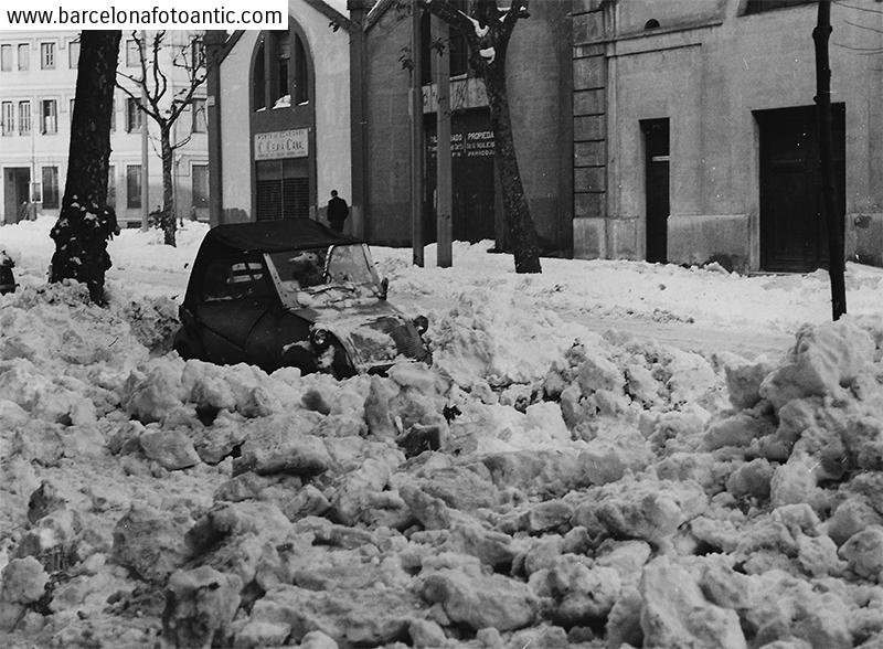 Snow at Viladomat street of Barcelona in 1962