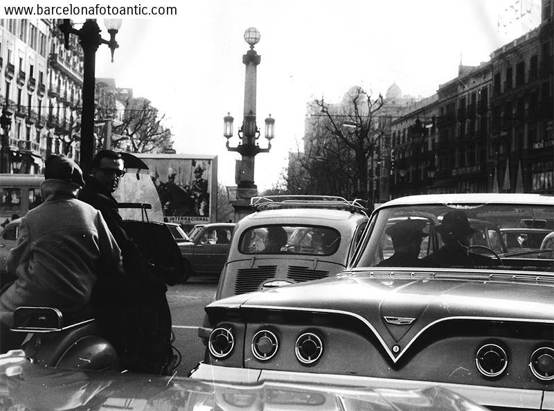 Tráfico en la Plaza Cataluña de Barcelona
